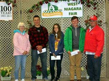 scholarship recipients, photo by Niagara-this-Week
